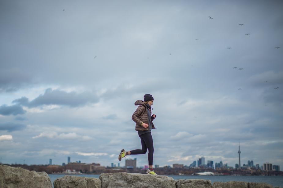 running-cloudy-day_925x